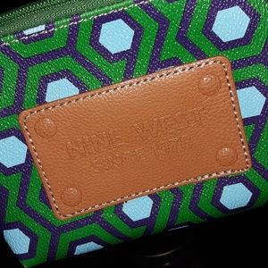 Nine west wristlet.  Beatifil colors. Cute ...